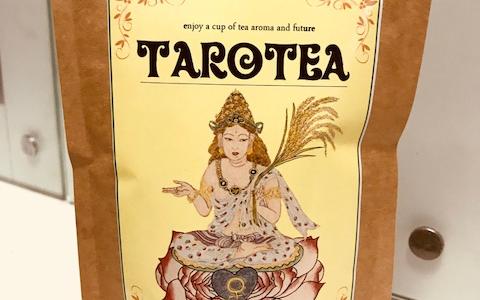 タロットカードとお茶のコラボ